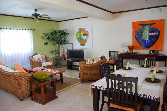 Chillin' at Old Fort Bay: Spacious living room