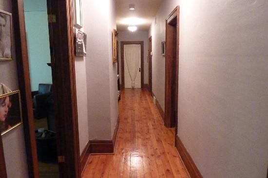 Paris Guest House: Hallway
