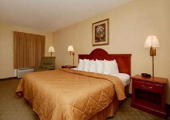 Econo Lodge Hillsboro: King Bed with Microwave/Fridge