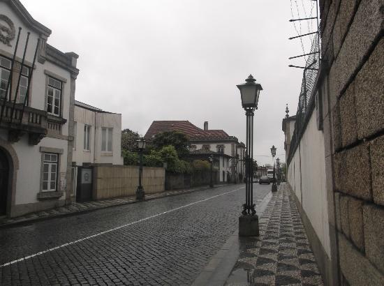 Centro Historico de Guimaraes: Guimaraes, via che conduce al castello