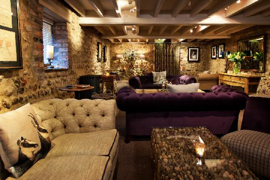 The General Tarleton Inn: Relax in the cocktail lounge