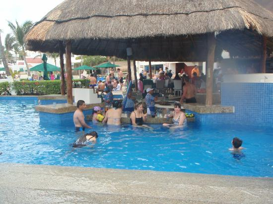 Swim Up Bar At The Royal Solaris Pool Picture Of Gr Caribe By Solaris Cancun Tripadvisor