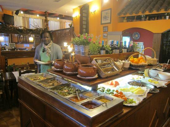 El Tiberi bufet gastronomía tradicional catalana: The buffet table