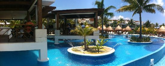 Excellence Playa Mujeres: Lobster House/Pool