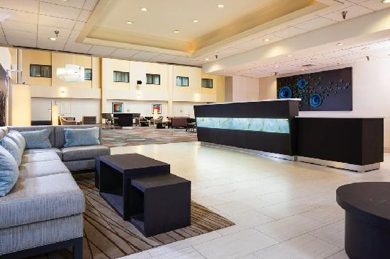 DoubleTree by Hilton Columbia: Lobby