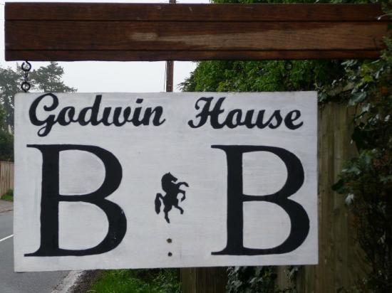 Godwin House: Bord bij de ingang