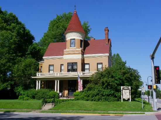 Victorian Inn Bed and Breakfast: The Victorian Inn