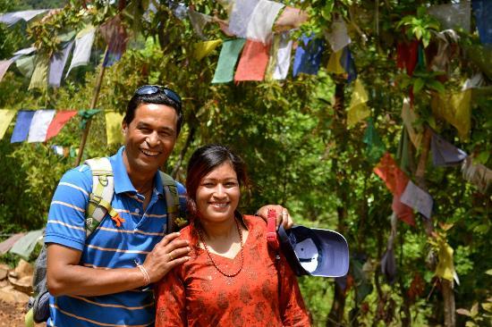Homestay Nepal: Babu et Belku, en randonnée avec nous.