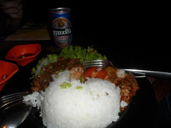 Babel Guesthouse: comida tipica de cambodia servida el el restaurante