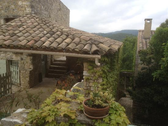 Domaine du Clos d'Hullias : One of the houses with a covered porch
