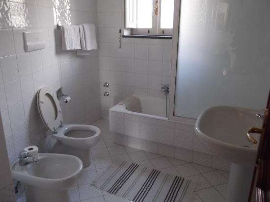 Villa Concetta: bathroom