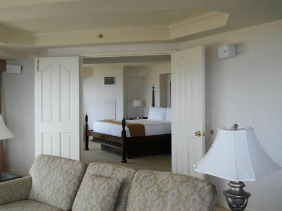 Harvey's Resort Hotel: the bedroom