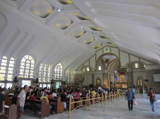 Quiapo Church: The beautiful interior of the Quiapo Church
