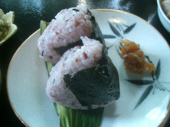 Guest House Tamura: Onigiri rice for breakfast.