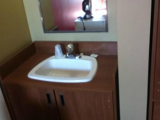 Les Studios Hotel : Room Basin