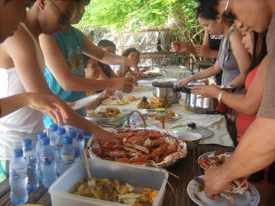 ดาราโยนัน ลอดจ์: the sumptuous meals served by darayonan during our island hopping tour