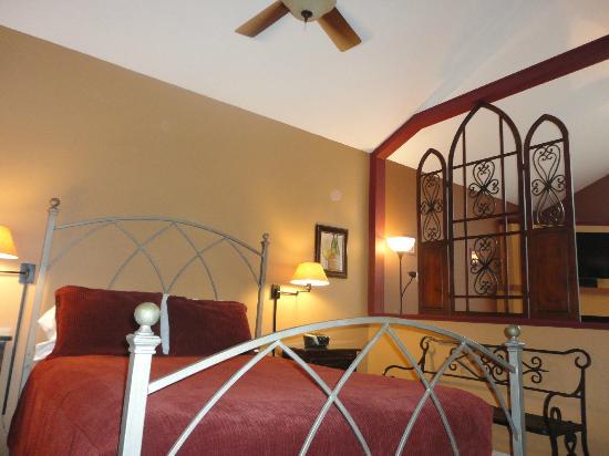 Eureka Springs Treehouses : Super Comfy Bed
