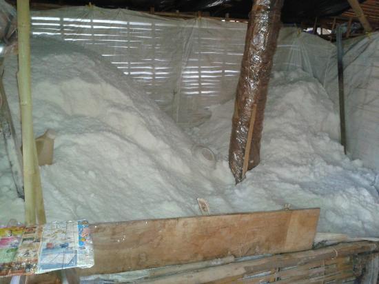 Bo Kluea, Tailândia: 塩が取れる井戸がありました。最初、甘みすら感じるとってもまろやかな味に驚きました。
