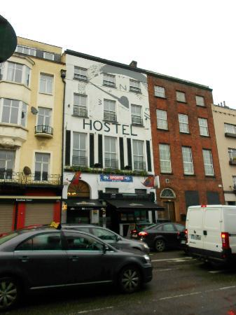 Bru Bar and Hostel: Outside of hostel