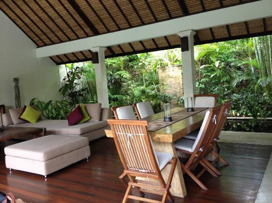 Villa Bali Asri: Dining room