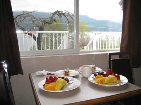 Ainsworth Motel: Lake view with Breakfast