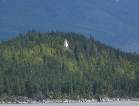 Ainsworth Motel: Pilot Bay Lighthouse from Ferry