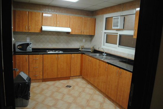 Baity Hotel Apartments : Kitchen - rusty cooker & utensils