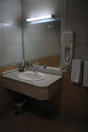 Baity Hotel Apartments: Clean, big toilet in master bedroom