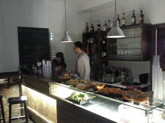 Magnebevo - E Sto Ar Pigneto: tavolo buffet