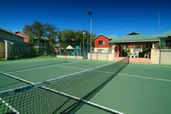 Amalfi Resort: Day/Night Tennis Court