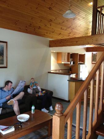 Margaret River Resort: spacious open plan living / kitchen