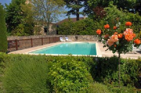 Hotel au logis des remparts saint emilion france voir for Piscine des remparts