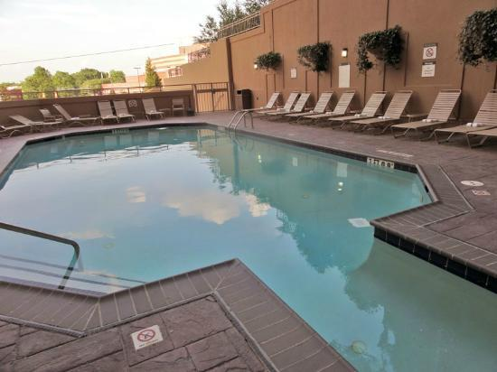 Sheraton Suites Galleria Atlanta: Pool--outdoors portion