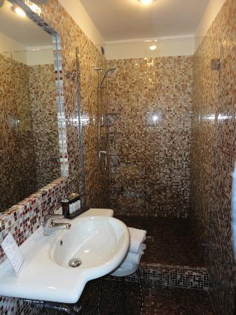 โรงแรมริเวอร์: il nostro bagno