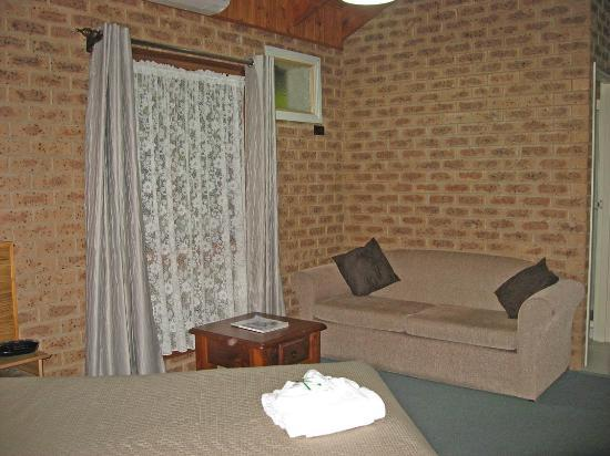 Beechworth Carriage Motor Inn: The lounge