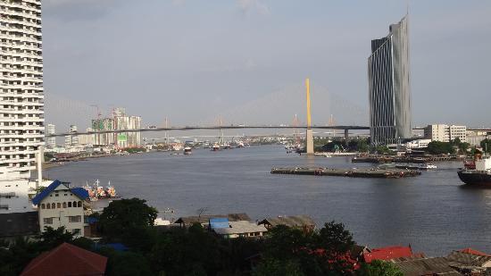 Montien Riverside Hotel: View