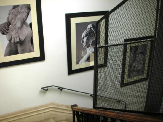 Hotel Isa: Staircase with photos