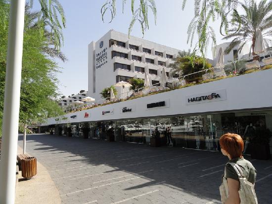 Isrotel Lagoona: Отель Лагуна. Вид со стороны набережной
