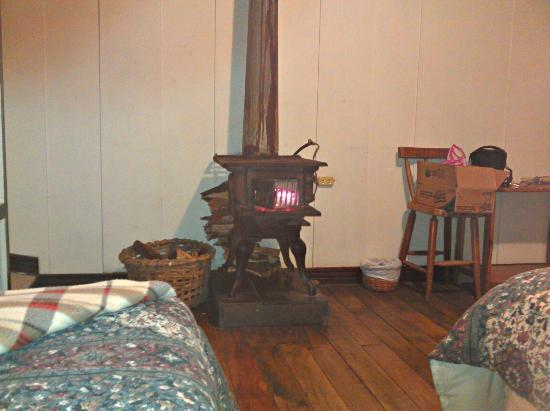 Volcan Turrialba Lodge: room - yes fire place , pretty cool