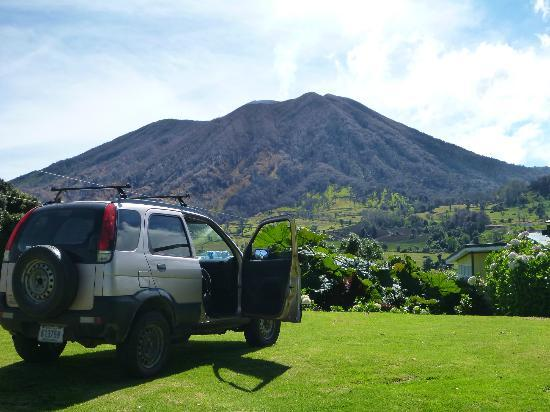 Volcan Turrialba Lodge: sunny morning