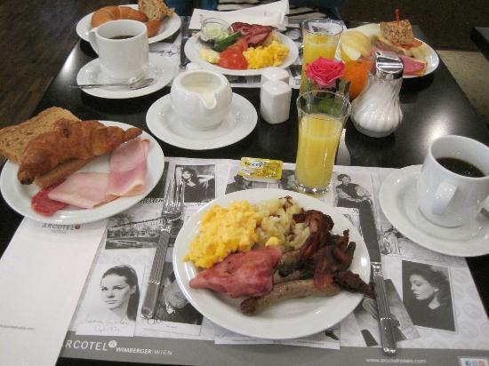 Arcotel Wimberger Hotel: 朝食