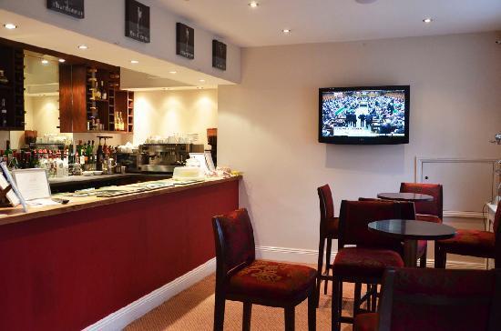 Joules Pizzeria, Bar & Restaurant: Bar