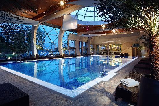 Spirit Hotel Thermal Spa: Spirit Hotel***** - Swimming pool at night