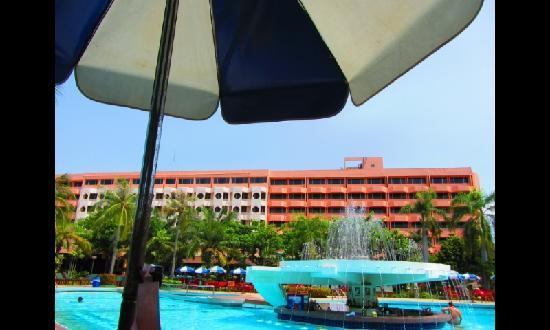 Asia Pattaya Hotel: Swimming pool