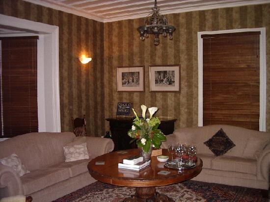 Cobden Garden Homestay: The formal lounge