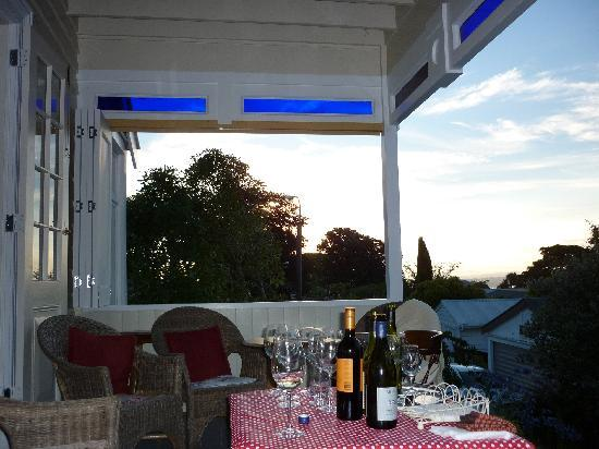Cobden Garden Homestay: Evenings on the veranda