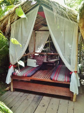 Babel Guesthouse: The garden bungalow - has a fan inside and is the perfect place to relax.