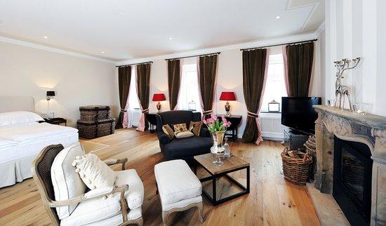Lesar Hotel Angel: Master Room