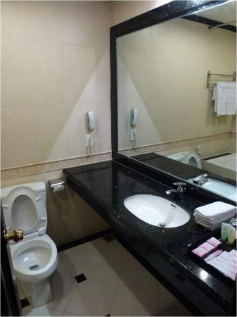Cherish Hotel : Baño