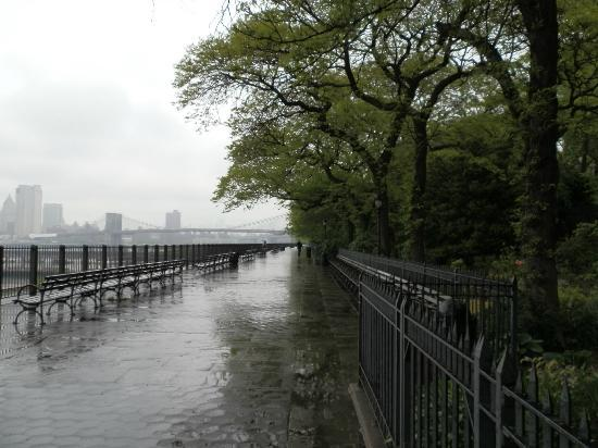 Brooklyn Heights: View of the Promenade on rainy day